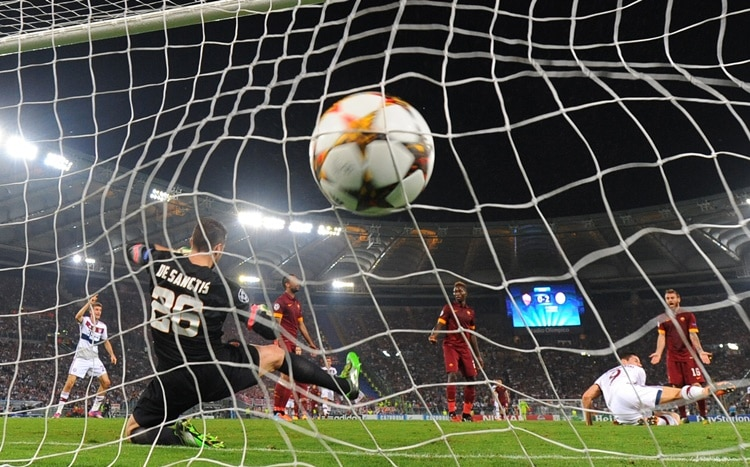 epa04456964 Bayern Munich scores a goal during the UEFA Champions League group E soccer match between AS Rome and FC Bayern Munich at the Olimpico stadium in Rome, Italy, 21 October 2014. EPA/ANDREAS GEBERT